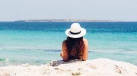 Wyjeżdżasz na urlop? Zobacz, jak zadbać o samopoczucie i zdrowie LIFESTYLE, Uroda - Atrakcyjny wygląd na plaży jest bez wątpienia marzeniem zarówno wielu kobiet, jak i mężczyzn. W ramach Lata Centrum Praskiego Koneser eksperci podpowiadają, jak zadbać o siebie przed i na urlopie, by czuć się dobrze podczas wakacji.